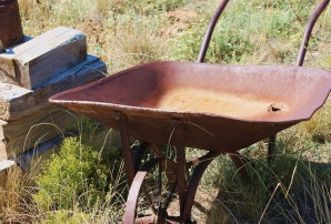 wheelbarrow-1022031_640
