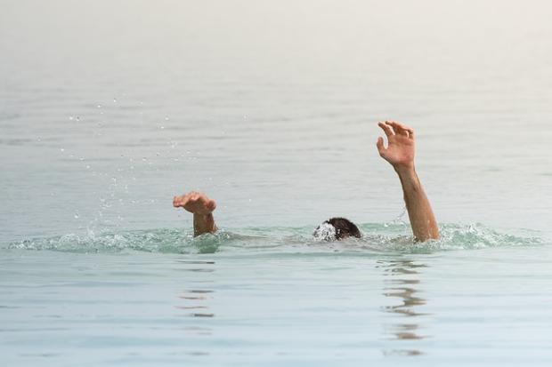 drown-3690715_640